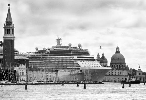 I mostri di Venezia fotografati da Gianni Berengo Gardin.